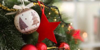 christmas-tree-with-christmas-balls-red-star